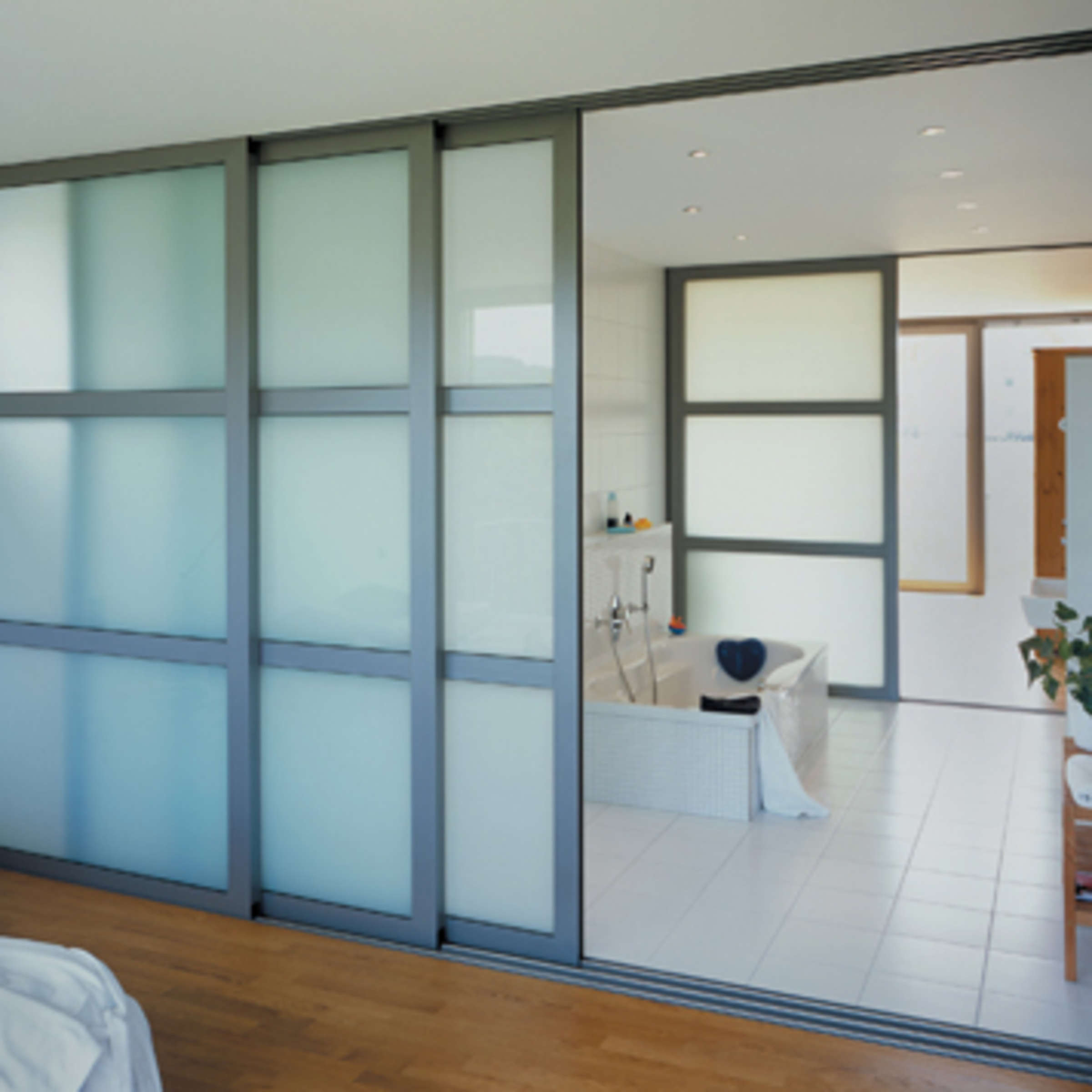 Heller Grosser Weiter Raumgestaltung Mit Glas Wohnen