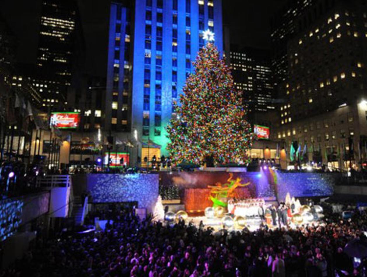 Wo Steht In New York Der Weihnachtsbaum.Weihnachtsbaum Am New Yorker Rockefeller Center Leuchtet Reise