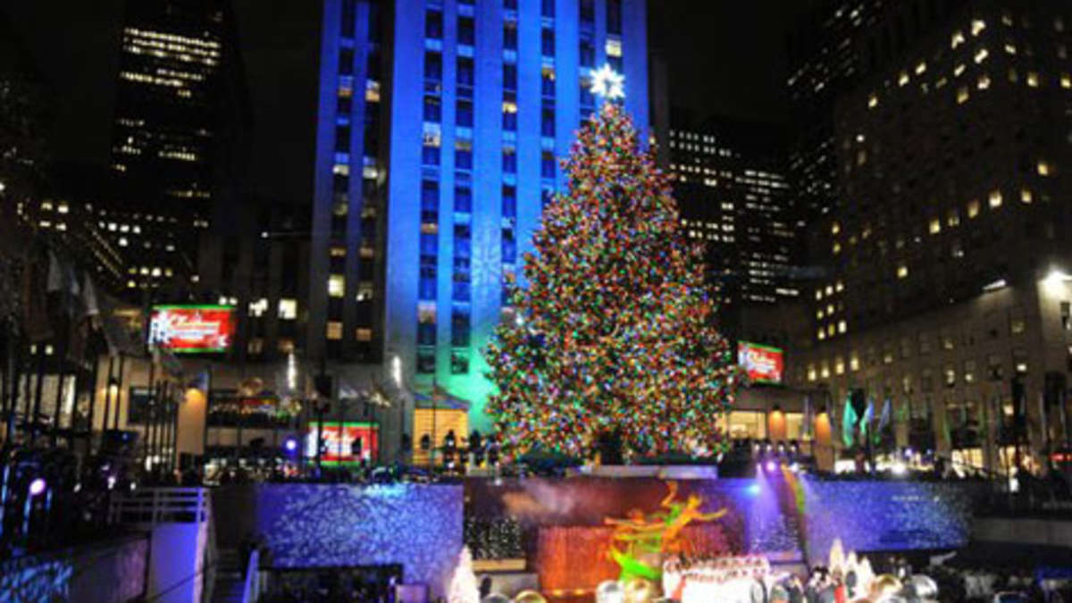 weihnachtsbaum am new yorker rockefeller center leuchtet. Black Bedroom Furniture Sets. Home Design Ideas
