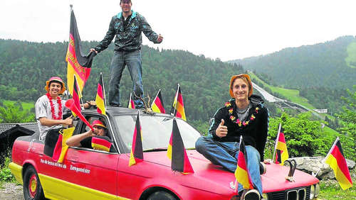 Kultauto in Nationalfarben