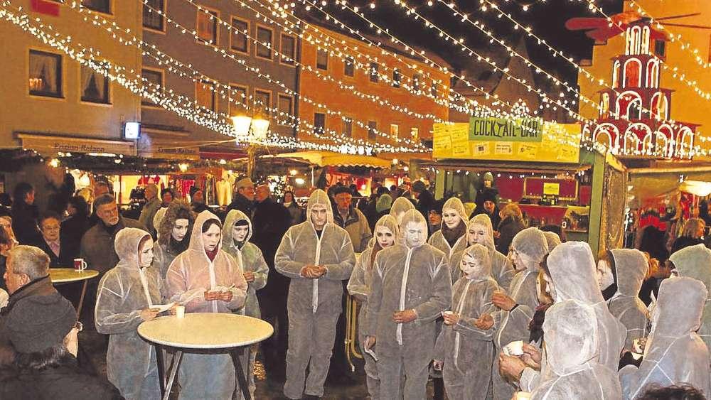 Schongau Weihnachtsmarkt.Amnesty International Protest Auf Dem Schongauer Weihnachtsmarkt