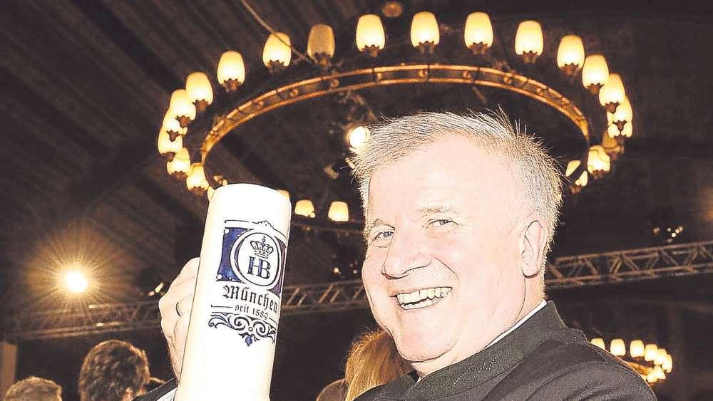 Prost Ministerprasident Seehofer Gratuliert Pliening Zum 1200