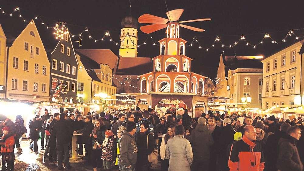 Schongau Weihnachtsmarkt.Traumhaftes Wetter Und Fröhliche Atmosphäre Auf Dem Schongauer