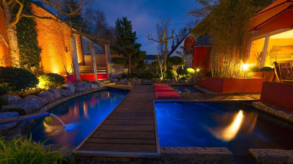 solarleuchten sind im trend stimmungsvolles licht f r terrasse und balkon wohnen. Black Bedroom Furniture Sets. Home Design Ideas