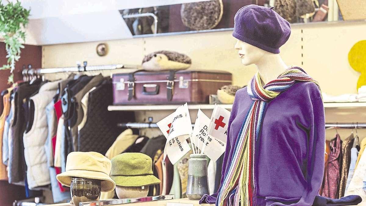 Kleiderkammer Gröbenzell rotes kreuz eröffnet secondhand kleiderladen fürstenfeldbruck