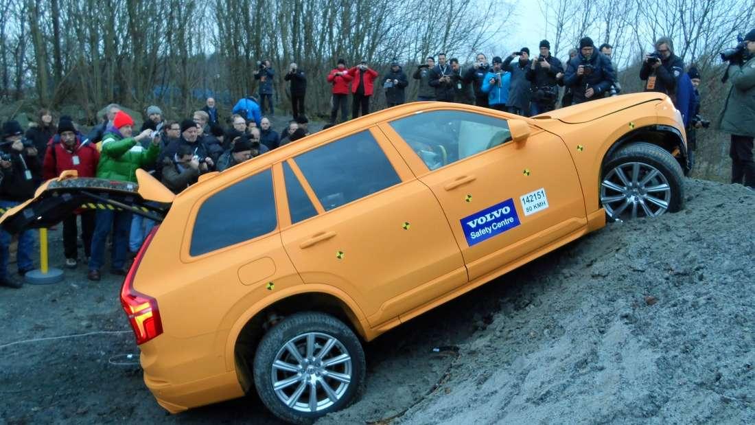 Der Volvo XC90 nach dem Crash: Insassen hätten den Unfall leicht verletzt überlebt