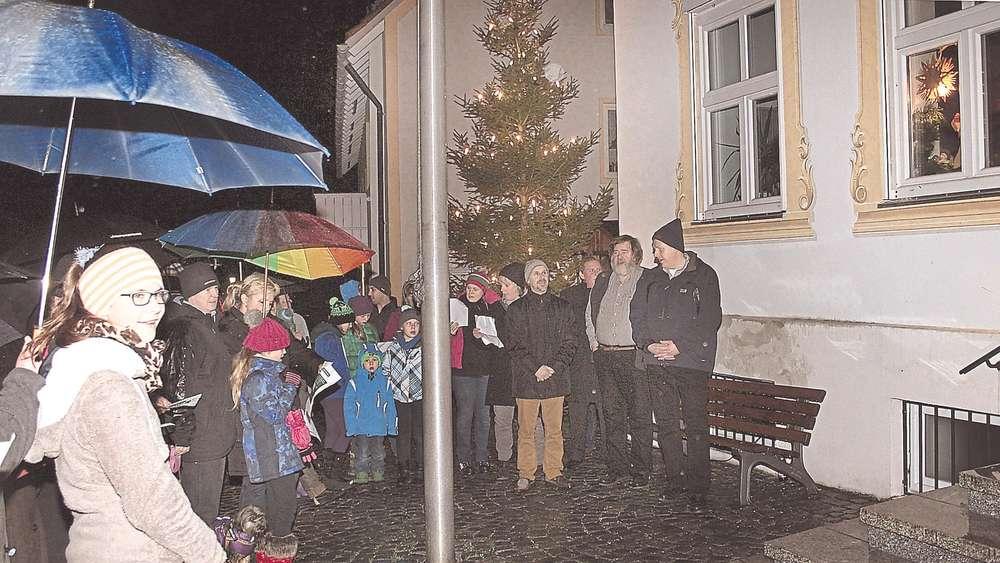 Kochel lässt Adventsfenster leuchten | Bad Tölz