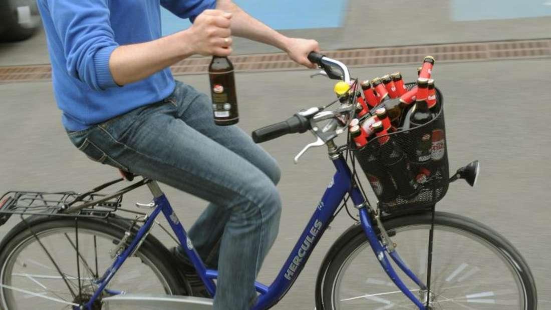 Betrunken Radfahren ist gefährlich. Foto: Holger Hollemann
