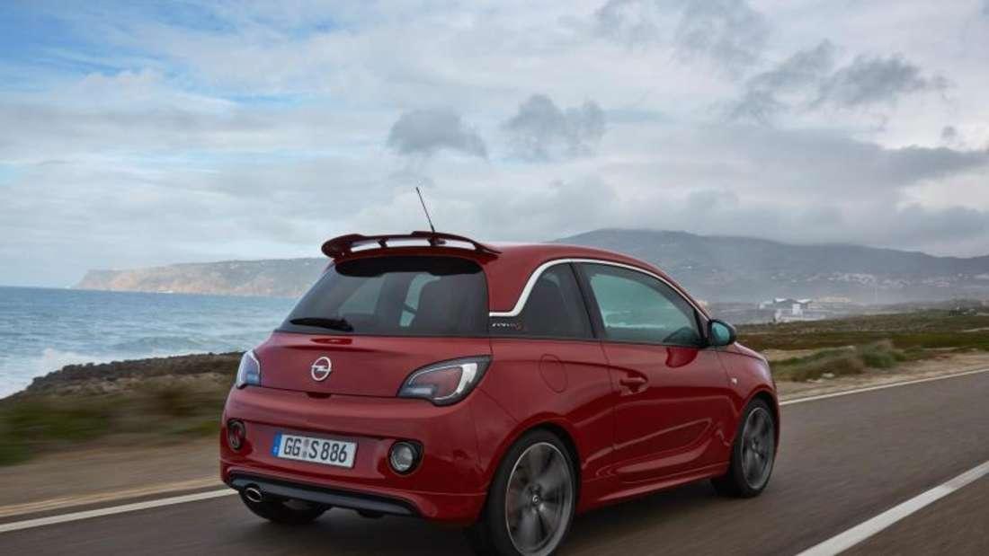 Der große Heckspoiler verrät:Hier kommt der 110 kW/150 PSstarke Opel Adam S. Foto: Opel
