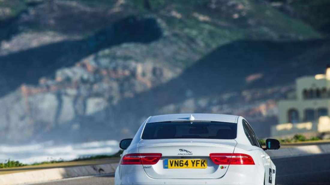 Vor so viel Pferdestärken muss man keine Angst haben. Der Jaguar XE ist gut ausbalanciert und abgestimmt. Foto: Jaguar