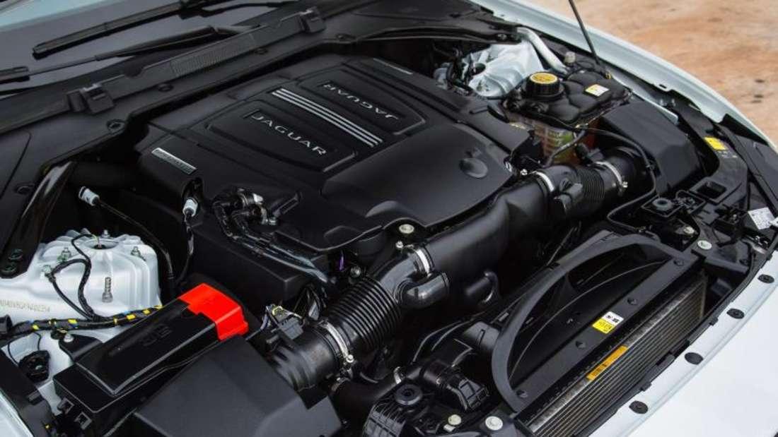 Der XE will eines der sportlichsten Autos in der Mittelklasse sein. Das Topmodell hat einen 3,0 Liter großen V6-Motor unter der Haube, der 250 kW/340 PS leistet. Foto: Jaguar