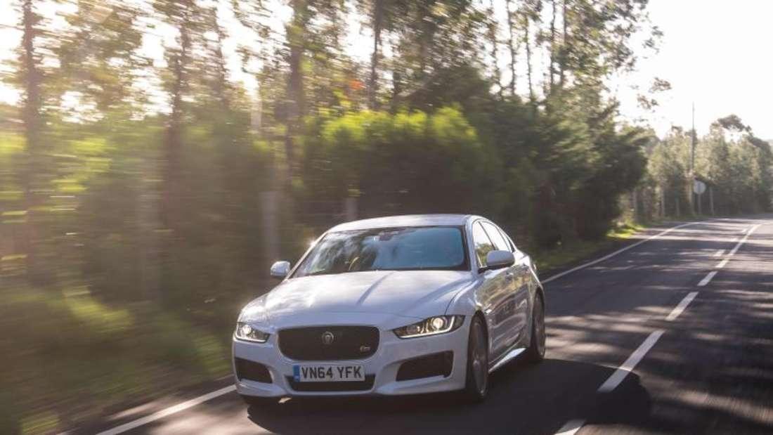 Ein neuer Wagen für die Mittelklasse kommt: Jaguar meldet sich nach über zehn Jahren Pause mit dem neuen XE im Mittelfeld zurück. Foto: Jaguar
