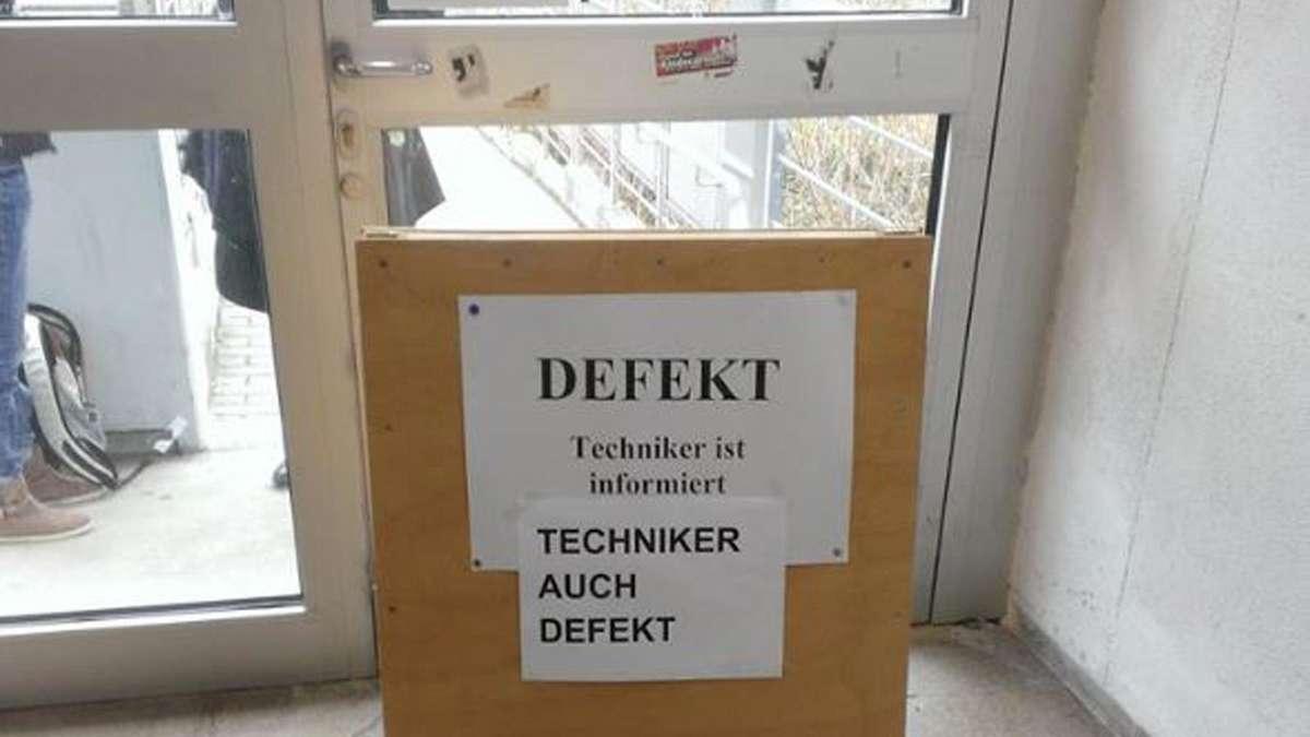 Defekt Techniker Ist Informiert