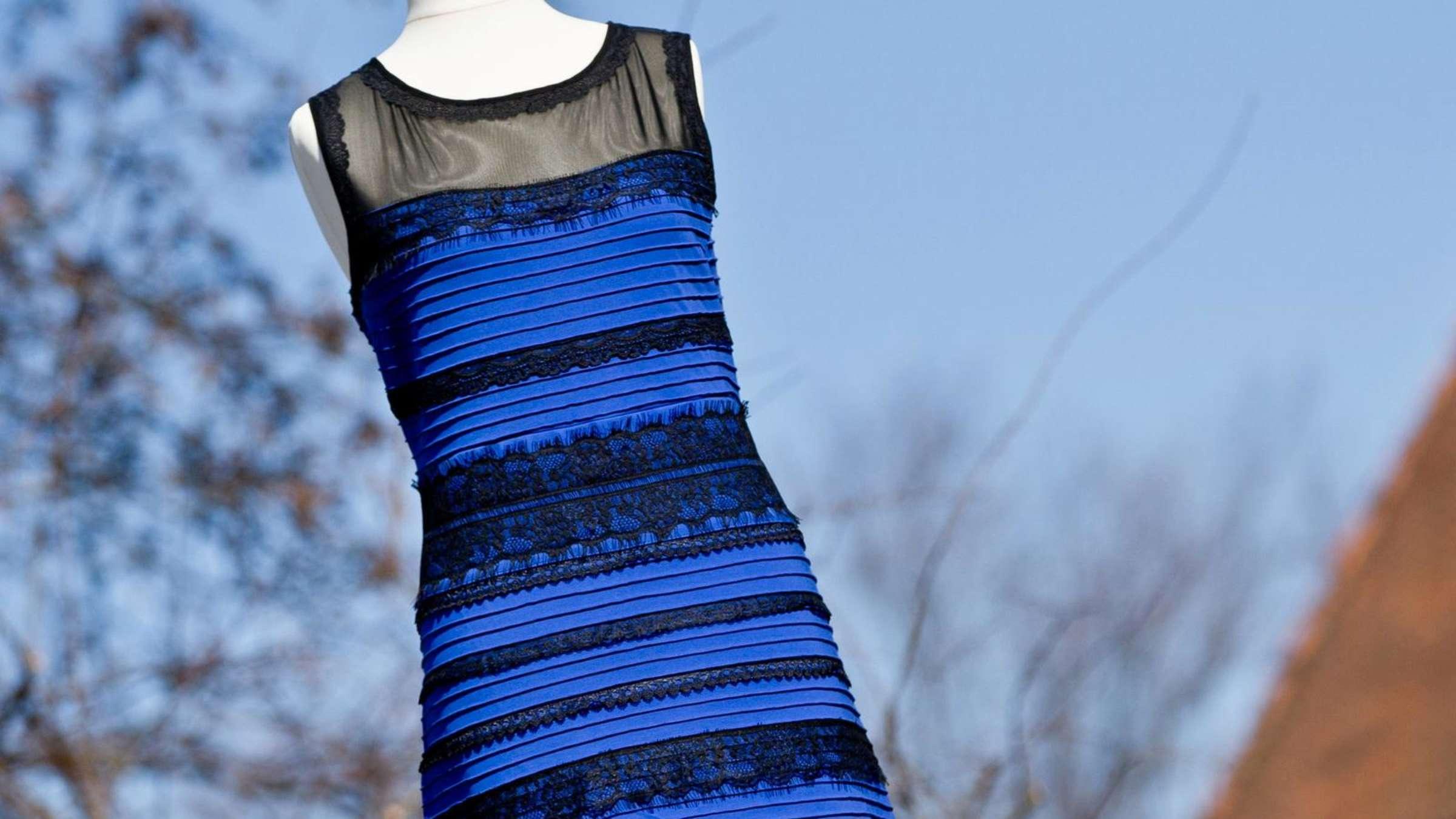 blau-schwarz oder weiß-gold? - streifenkleid jetzt im museum