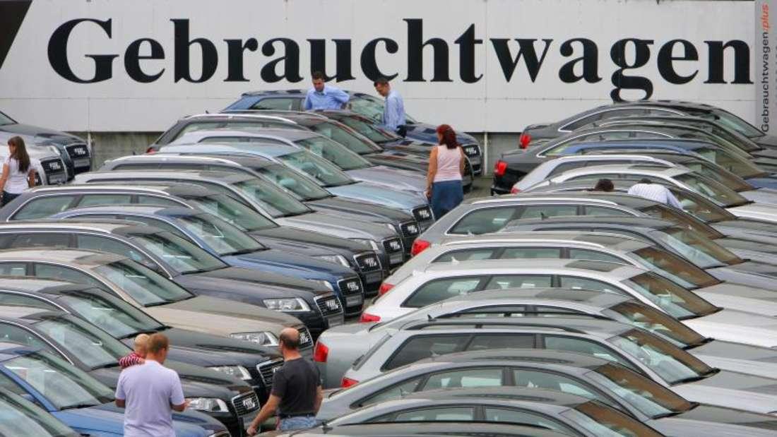 Der Verkäufer eines Gebrauchtwagens darf seine Haftung für Mängel am Pkw nicht vollständig ausschließen. Foto: Arne Dedert/Archiv