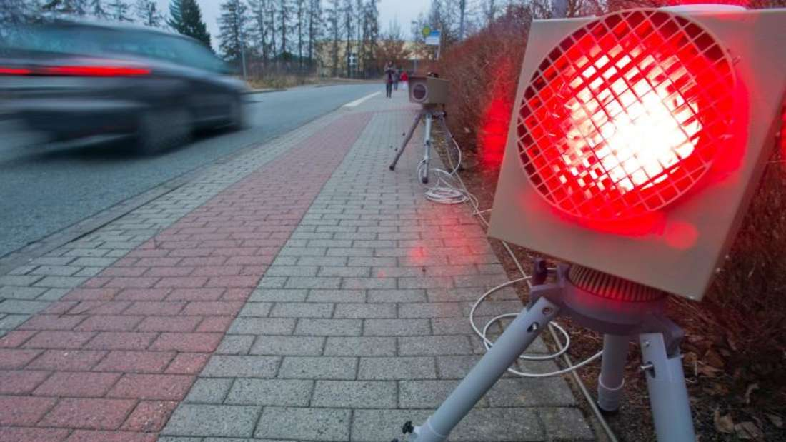 13 000 Beamte kontrollieren allein inDeutschland an über 7000 Stellen. Foto: Jens Büttner