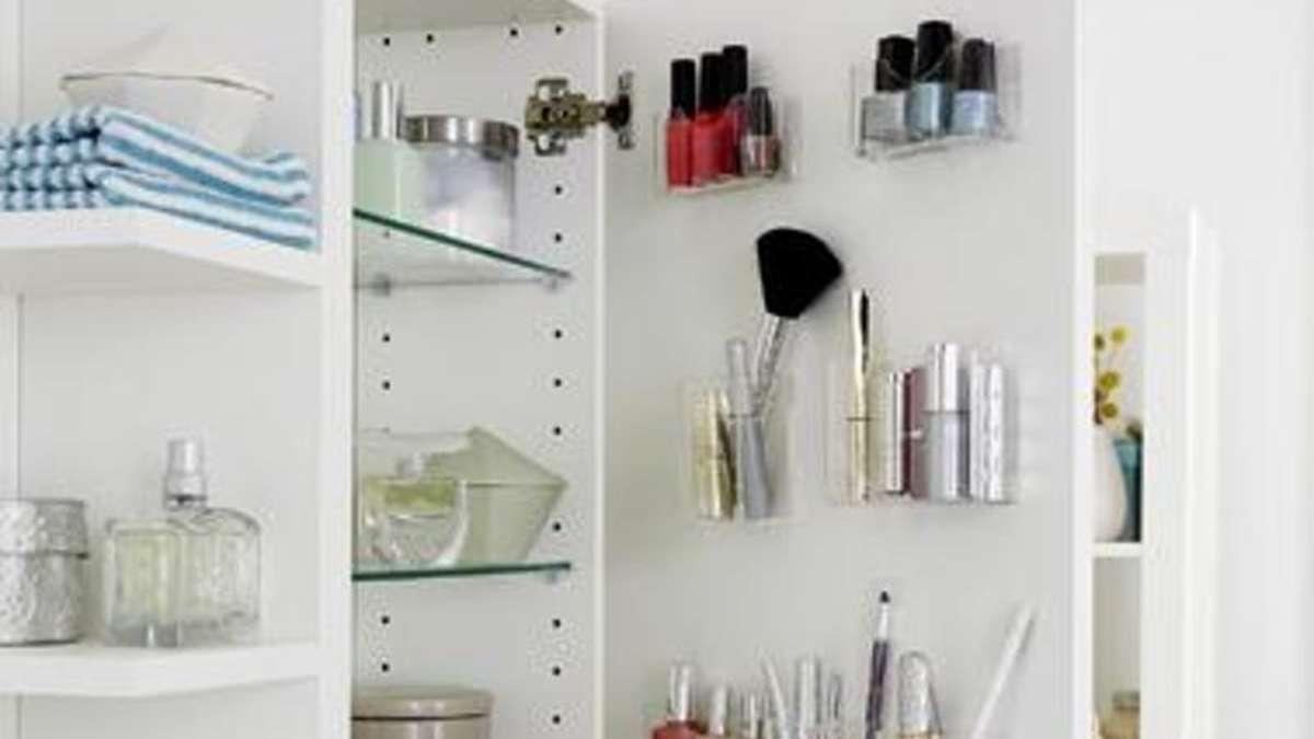Ordnung Im Badschrank Schaffen: Behälter An Die Tür Kleben