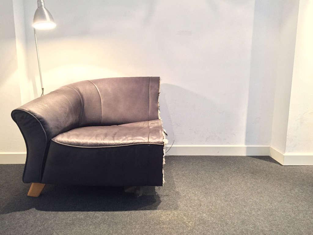 Nach Trennung Mann Zersägt Möbel Und Verkauft Sie Bei Ebay