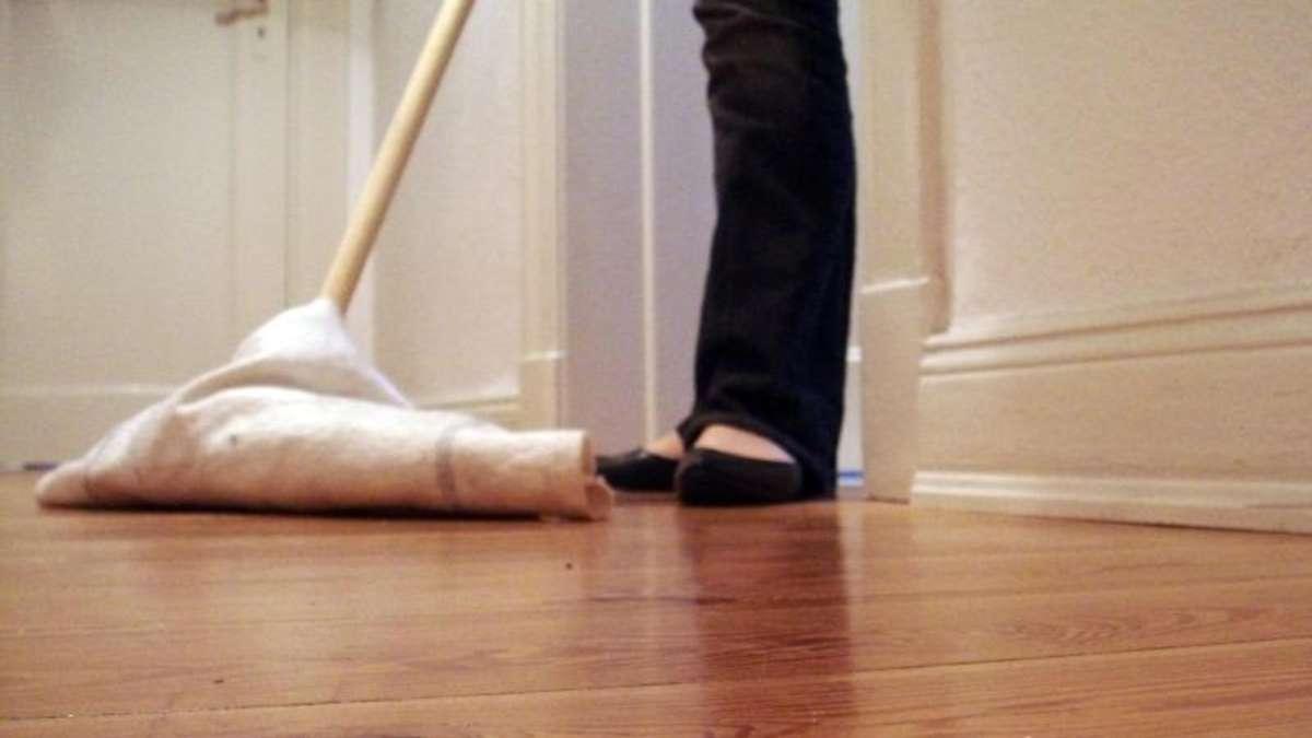 abschleifen und verfugen: alten dielenboden aufpolieren | wohnen