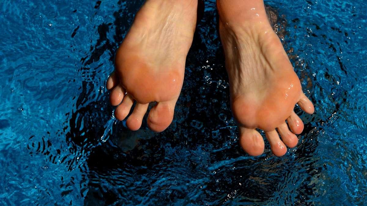 Ihre reifen stinkenden Füße