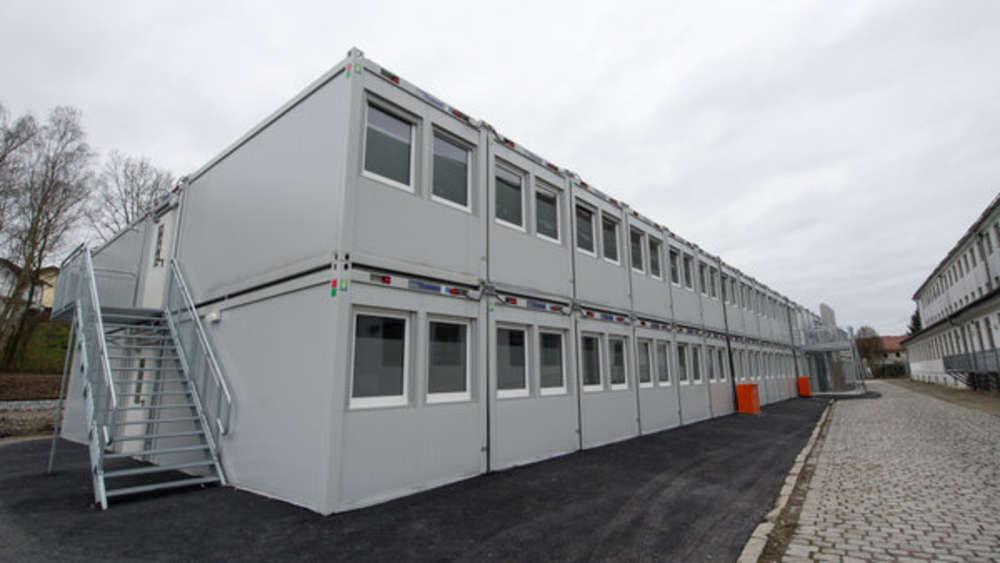 containeranlage am schul sportplatz bad t lz. Black Bedroom Furniture Sets. Home Design Ideas