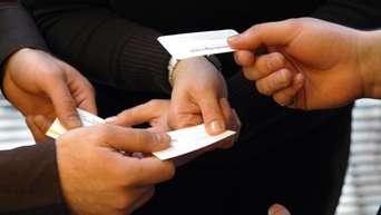 Für Einen Guten Kontakt 3 Knigge Regeln Zur Visitenkarte