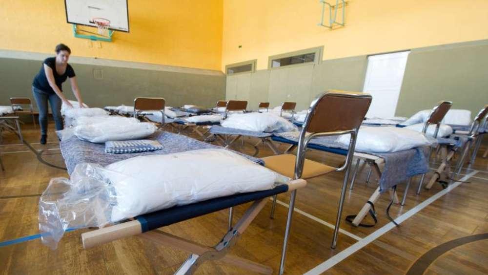 Flüchtlinge Gegen Mieter Wettlauf Um Günstigen Wohnraum Politik