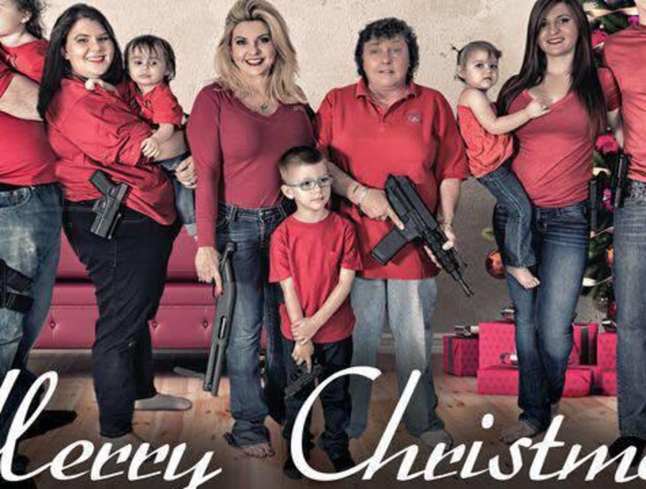 Amerikanische Weihnachtskarten.Amerikanische Familie Mit Waffen Auf Weihnachtskarte Welt