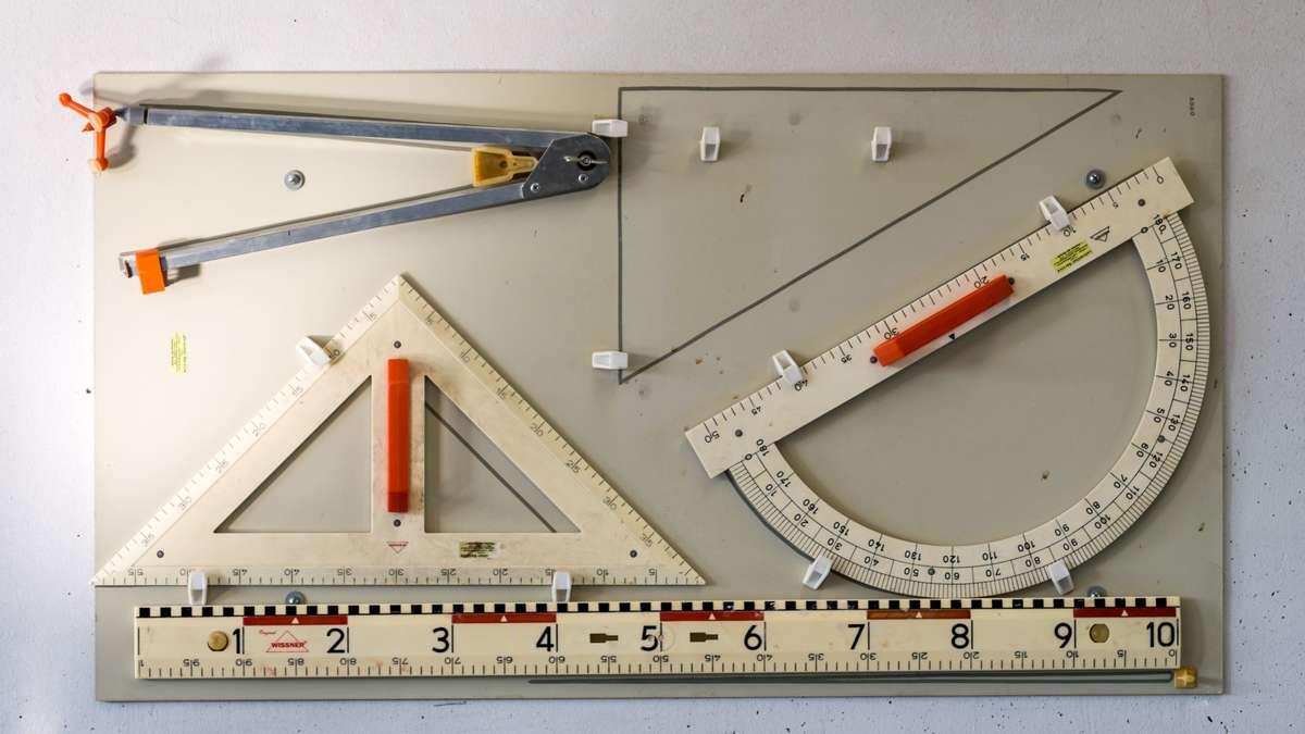 Manfred Pfund gibt in Weilheim Mathe-Unterricht für Asylbewerber ...