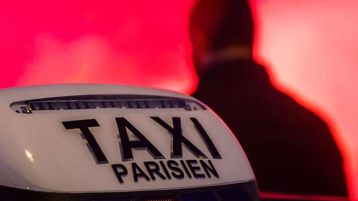 video taxifahrer protestieren gegen uber in paris wirtschaft. Black Bedroom Furniture Sets. Home Design Ideas