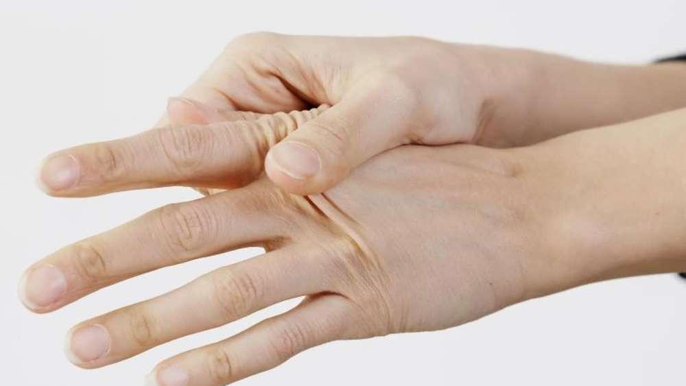 Daumen Zeigefinger Mittelfinger Taub