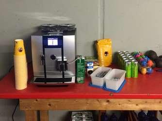 Red Bull Kühlschrank Dose Preis : Die ausstattung der münchner eis cracks ehc münchen