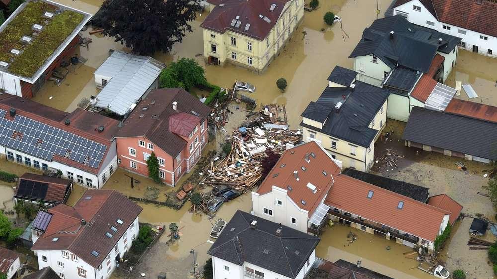 hochwasser in niederbayern der tag nach der flutkatastrophe in simbach und triftern bayern. Black Bedroom Furniture Sets. Home Design Ideas