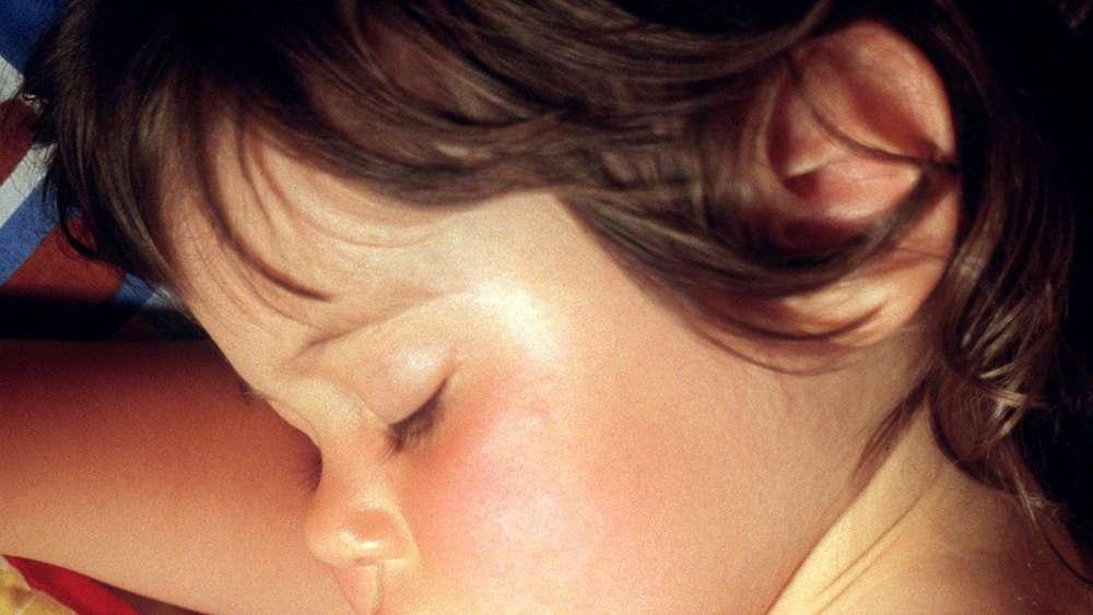 Wie Viel Schlaf Brauchen Kinder Wirklich Schlaf Experten Geben