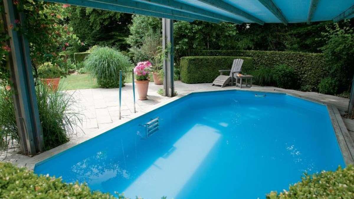 schwimmen auf engem raum pools in kleine g rten bauen wohnen. Black Bedroom Furniture Sets. Home Design Ideas