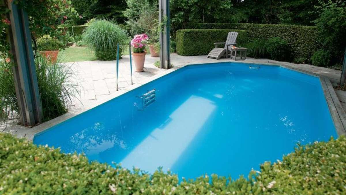 schwimmen auf engem raum: pools in kleine gärten bauen | wohnen