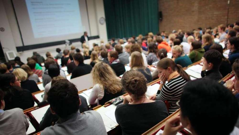 Professor von Studenten Jagdville-Alabama verhakt sich