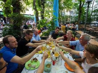 Biergarten In Munchen Charmanter Innenhof Im Univiertel Genuss