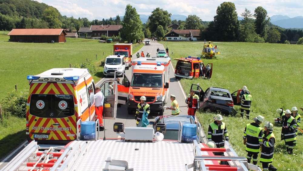 Unfall bei Thalham: Beifahrerin schwer verletzt | Weyarn