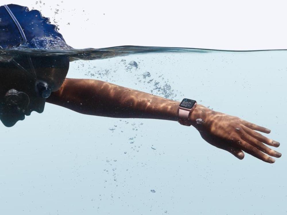 Шампуни, гели, мыло и парфюмерия могут повредить водонепроницаемые пе.