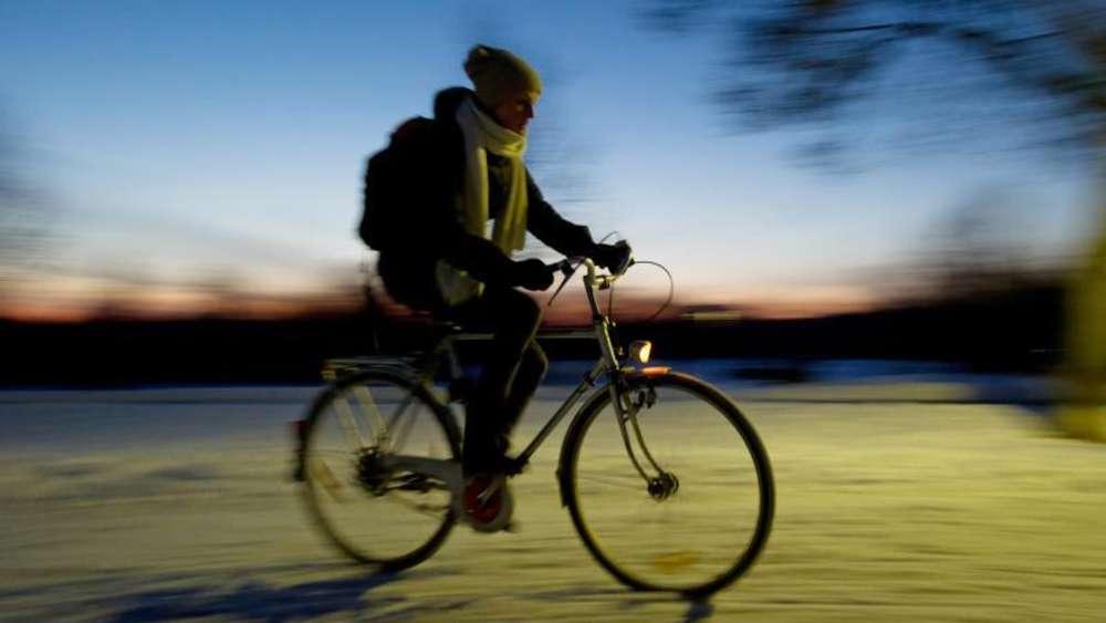 fahrrad so kommen sie sturzfrei und fit durch den winter outdoor. Black Bedroom Furniture Sets. Home Design Ideas