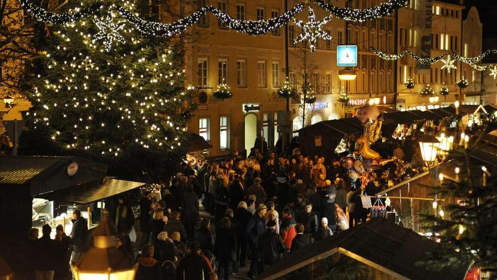 Was Gehört Auf Einen Weihnachtsmarkt.Christbaum Auf Weihnachtsmarkt In Wolfratshausen Ist Zu Gefährlich