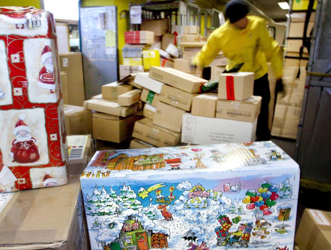 Paketzustellung Weihnachten 2019.Die Dhl Hat Nach Berichten Von Mitarbeitern Tausende Pakete Nicht