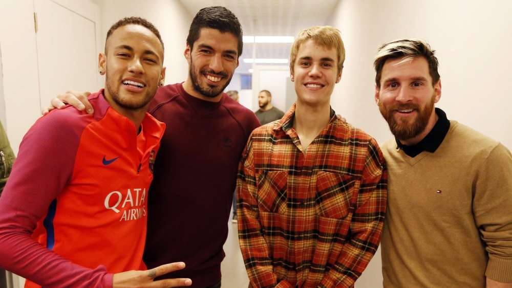 US singer Justin Bieber visits FC Barcelona players