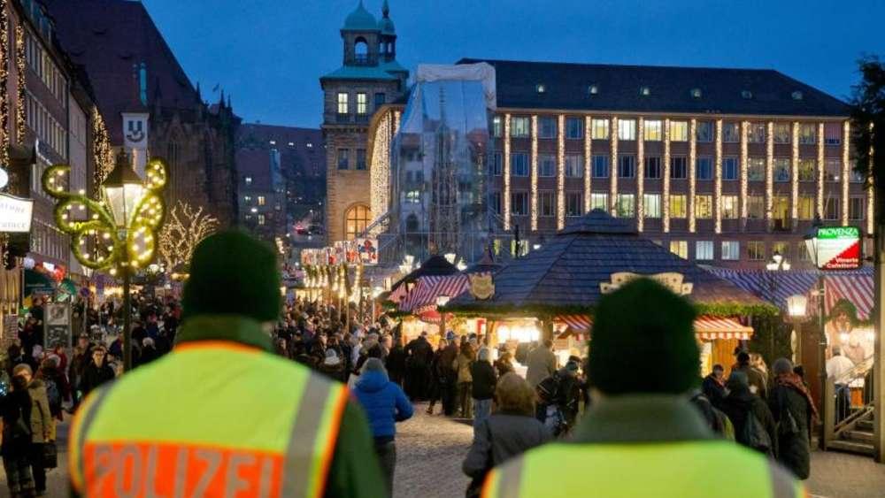 Besuch Auf Dem Weihnachtsmarkt.Weihnachtsmarkt Besuch Drei Tipps Gegen Taschendiebe Leben