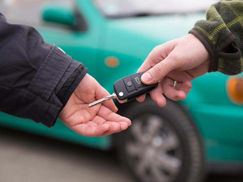 Zwischen dem Halter, dem Eigentümer und dem Fahrer eines Autos bestehen rechtliche Unterschiede. Foto: Franziska Gabbert