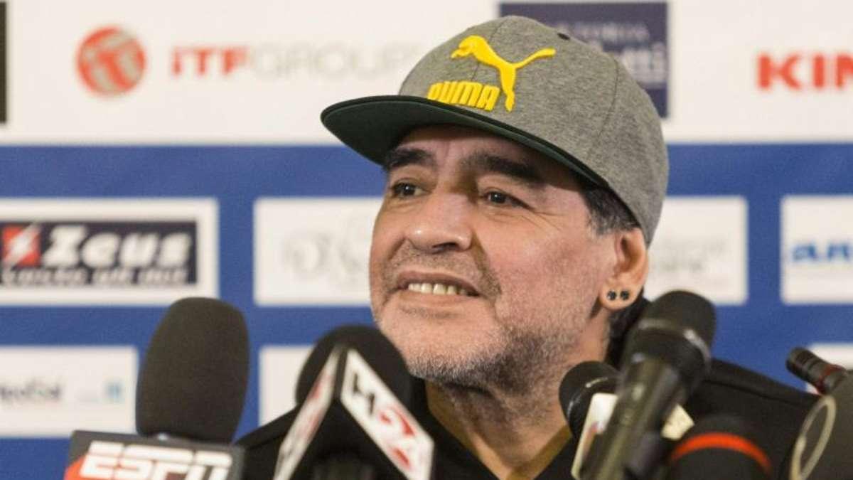 maradona entschuldigt sich nach jahren bei unehelichem sohn boulevard. Black Bedroom Furniture Sets. Home Design Ideas