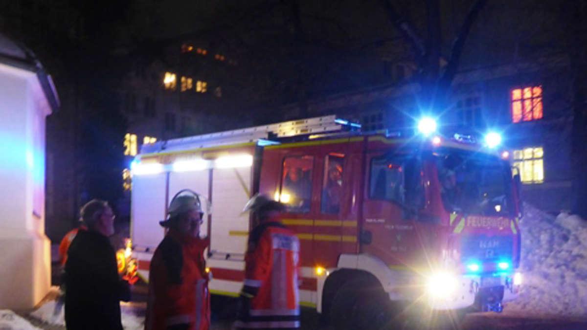 Tölzer Feuerwehr rückt aus Teppich in Flammen  Bad Tölz