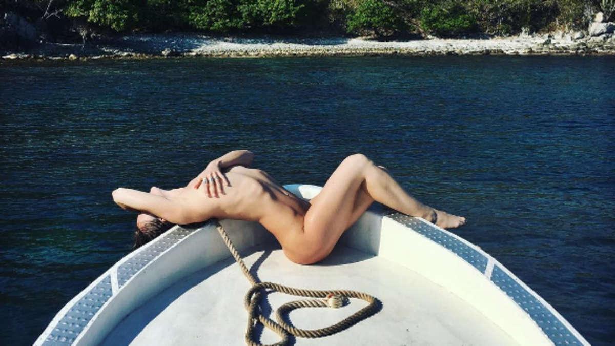 Nackt Auf Dem Schiff
