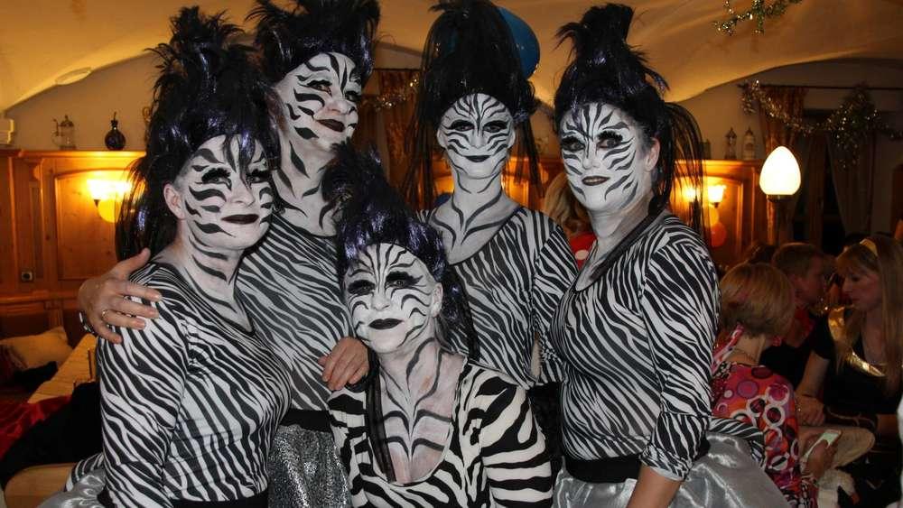 Moosinninger Masken Zebras Flamingos Bauchtanzerinnen Und Vieles
